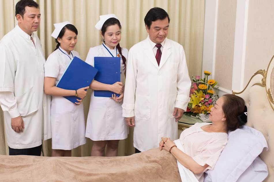 Khách hàng hài lòng với dịch vụ của thẩm mỹ viện Thanh Vân